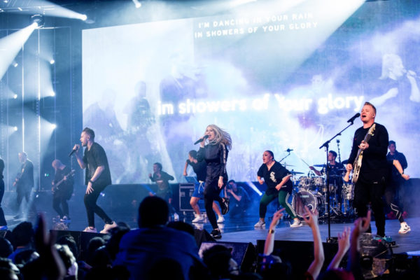 Planetshakers - Fall On Me